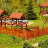 Drewniany domek dla dzieci – czy warto zrobić go samemu?